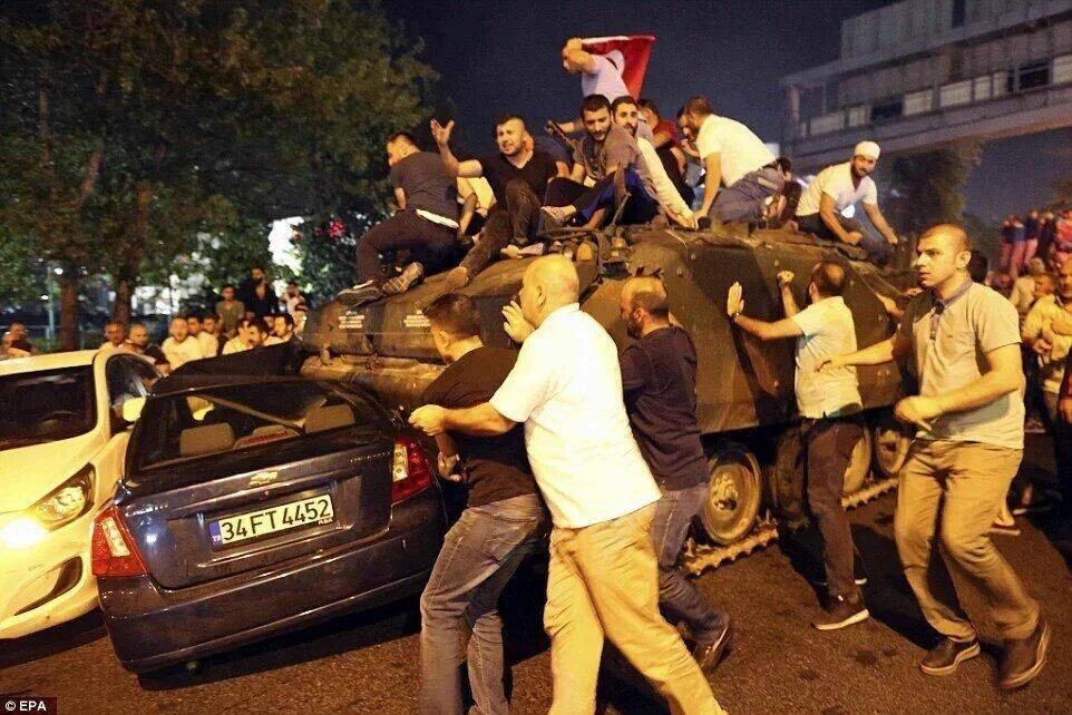 Darbe Girişimin Toplumsal Analizi: Meydanlarda AK Parti ve MHP Seçmeni Vardı