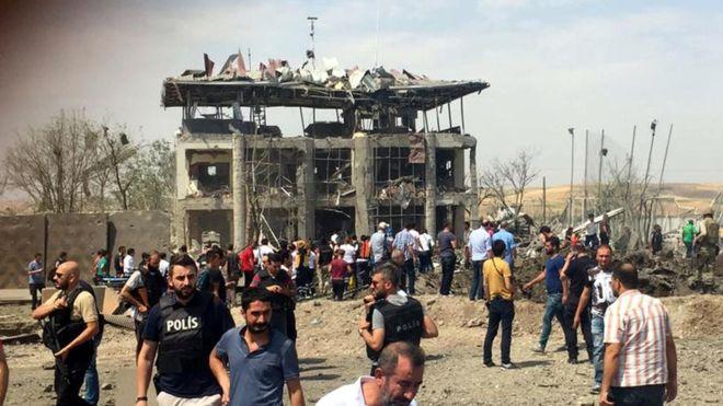 Diyarbakır'da Bombalı Saldırı: Beşi Polis Yedi Kişi Hayatını Kaybetti