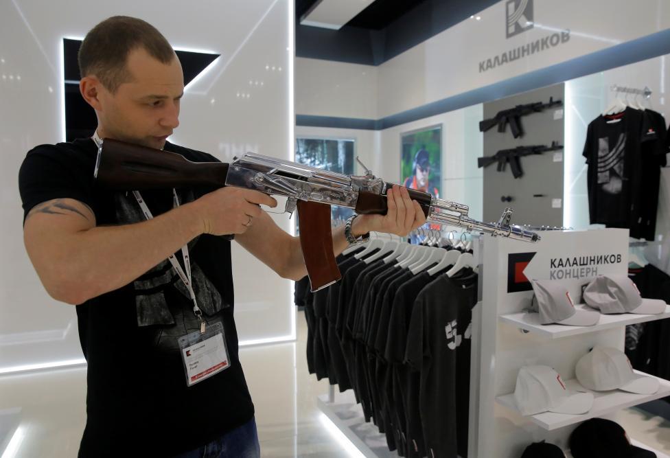 Moskova Havalimanı'na 'Kalaşnikof Mağazası' Açıldı