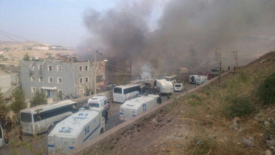 Cizre'de Çevik Kuvvet Merkezine Bombalı Araç Saldırısı