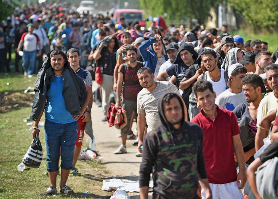 """İngiltere Mültecileri """"Seçerek Almak"""" İstiyor"""