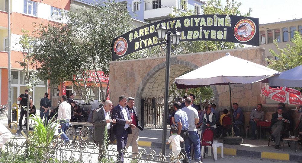 Diyadin Belediyesi'nin Kürtçe tabelası geri geldi