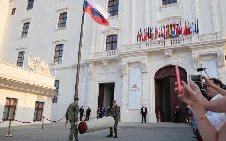 Bratislava zirvesi sona erdi