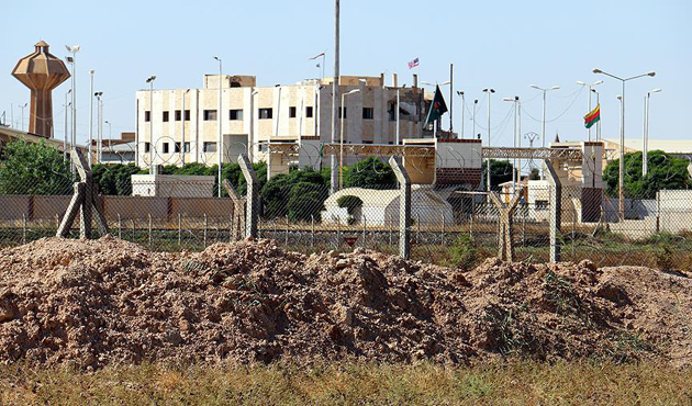 """""""Tel Abyad'daki bayrakları ABD özel kuvvetleri çekti"""""""