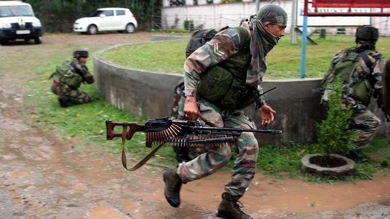 Hindistan askeri üssüne saldırı
