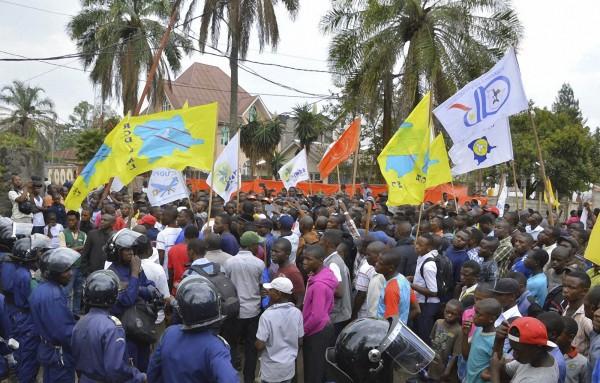 Demokratik Kongo'da gösteriler çatışmaya dönüştü