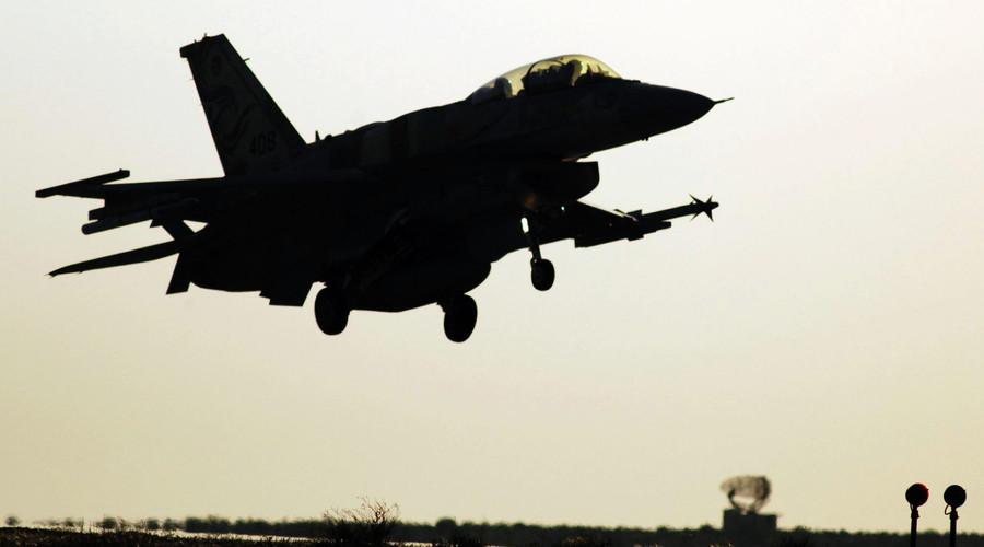 Gazze'yi bombalayan İsrail uçağı düştü