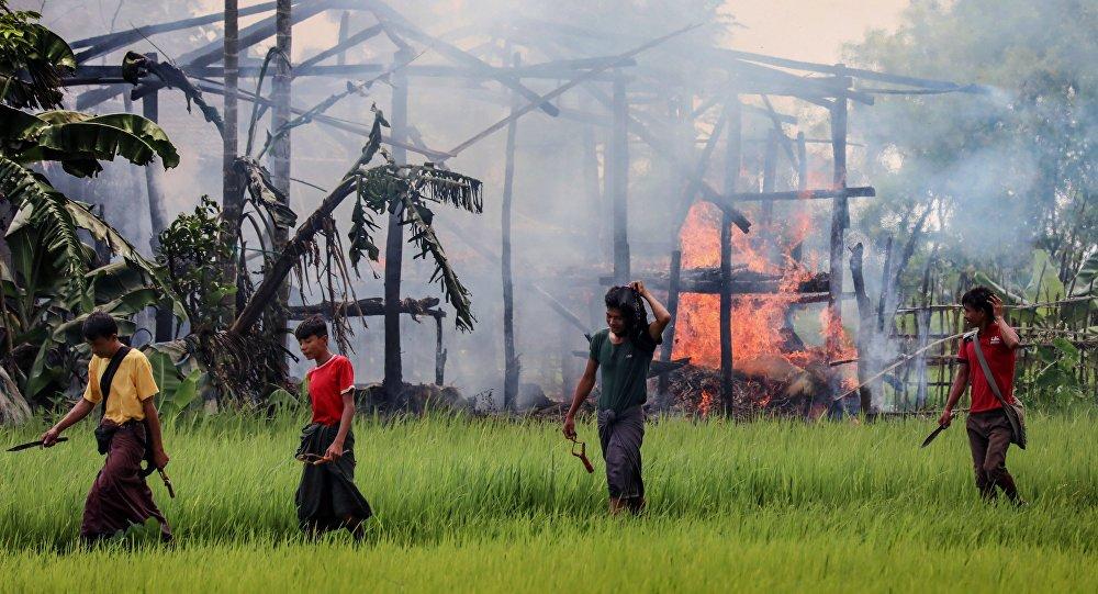 Arakan'da Müslümanların evleri yakılmaya devam ediliyor