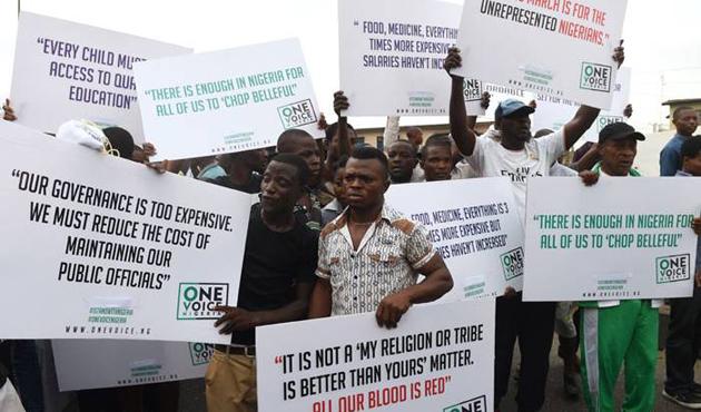 Nijer'de Amerikan ve Fransız askerleri protesto edildi