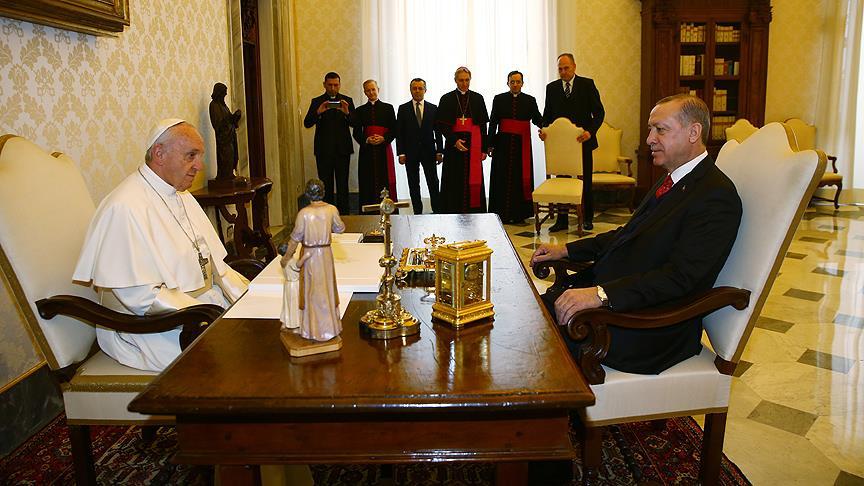 Cumhurbaşkanı Erdoğan ile Papa ile bir araya geldi