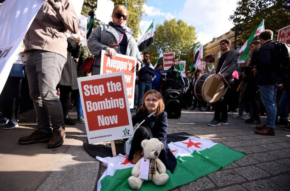 """Londra'da Halep protestosu: """"Katliamı durdurun"""""""