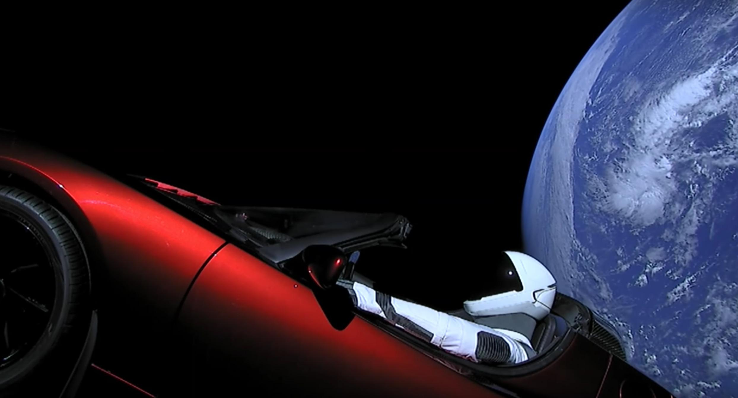 90 milyon dolarlık serüven: Elon Musk arabasını uzaya nasıl yolladı?