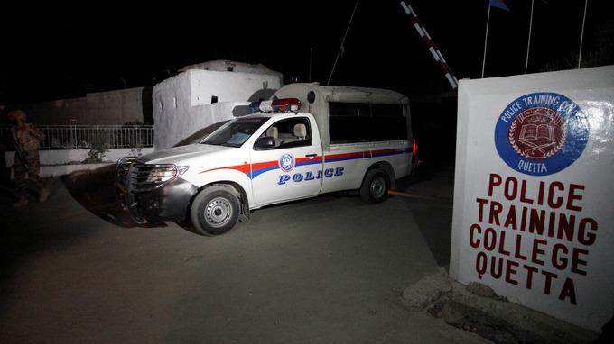 Pakistan'da polis akademisine saldırı: 60 ölü