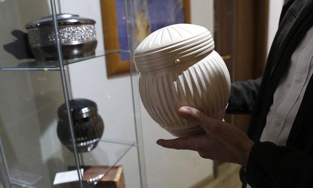 Vatikan uyardı: Ölüler yakılabilir ama külleri saçılamaz