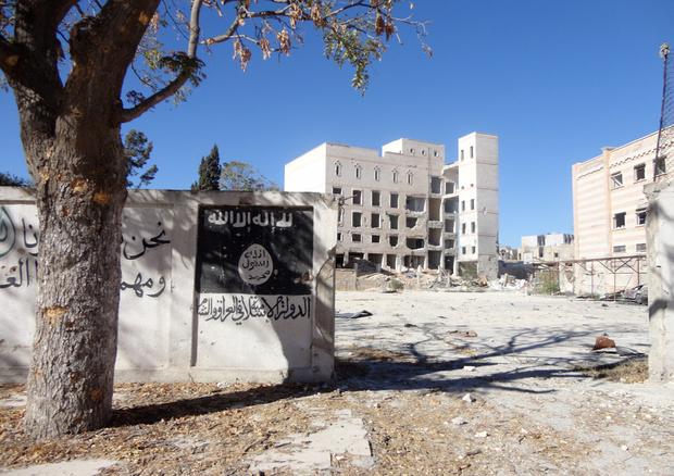 IŞİD Menbic'te televizyonlara dahi patlayıcı tuzaklamış
