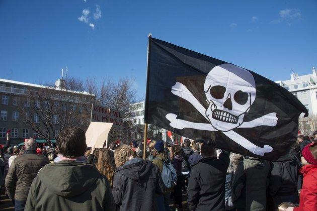 İzlanda'da 'Korsan Parti' iktidara yürüyor