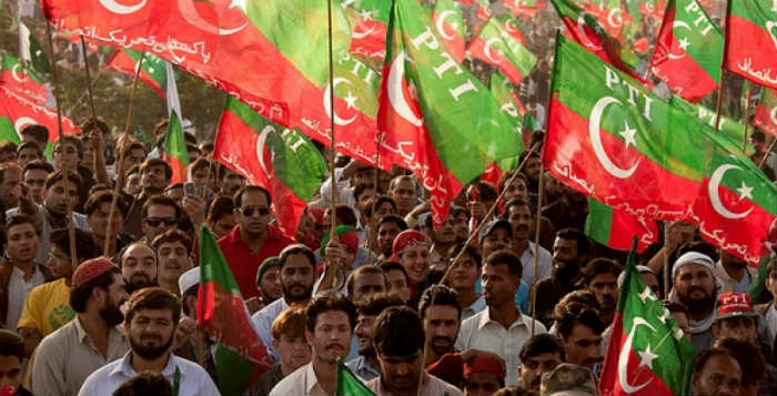 Pakistan'da kriz büyüyor: protestolar yasaklandı