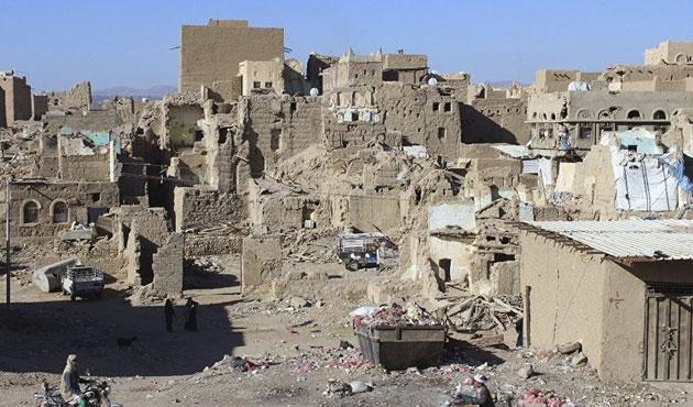 Suudi Arabistan Yemen'de hapishane vurdu