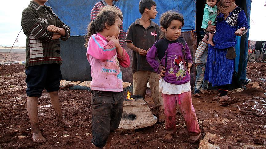 Suriye'nin kuzeyindeki çadır kentler çamur içinde