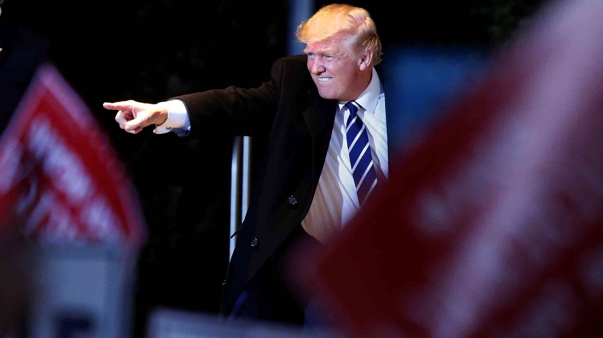 FBI'ın 'Clinton atağı' sürüyor, Trump'ın oyları yükseliyor