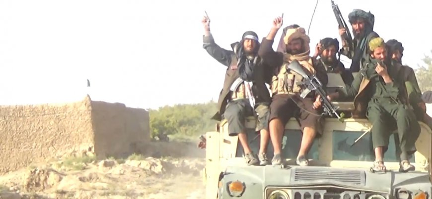 Kabil hükümetinin masaya çağırdığı Taliban'dan yeni çatışma videosu