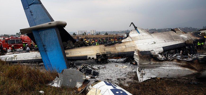 Bangladeş yolcu uçağı Nepal'de düştü: 49 ölü