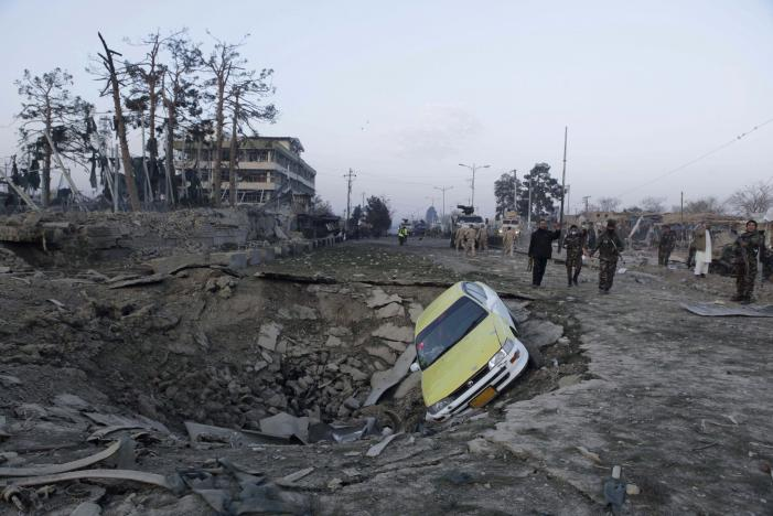 Taliban, Alman konsolosluğunu bombalı araçla vurdu
