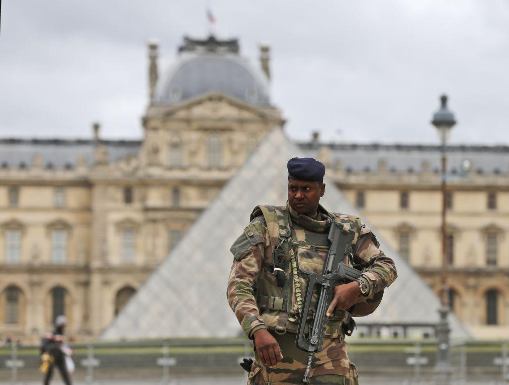 """Fransa'da """"OHAL"""" devam edecek"""