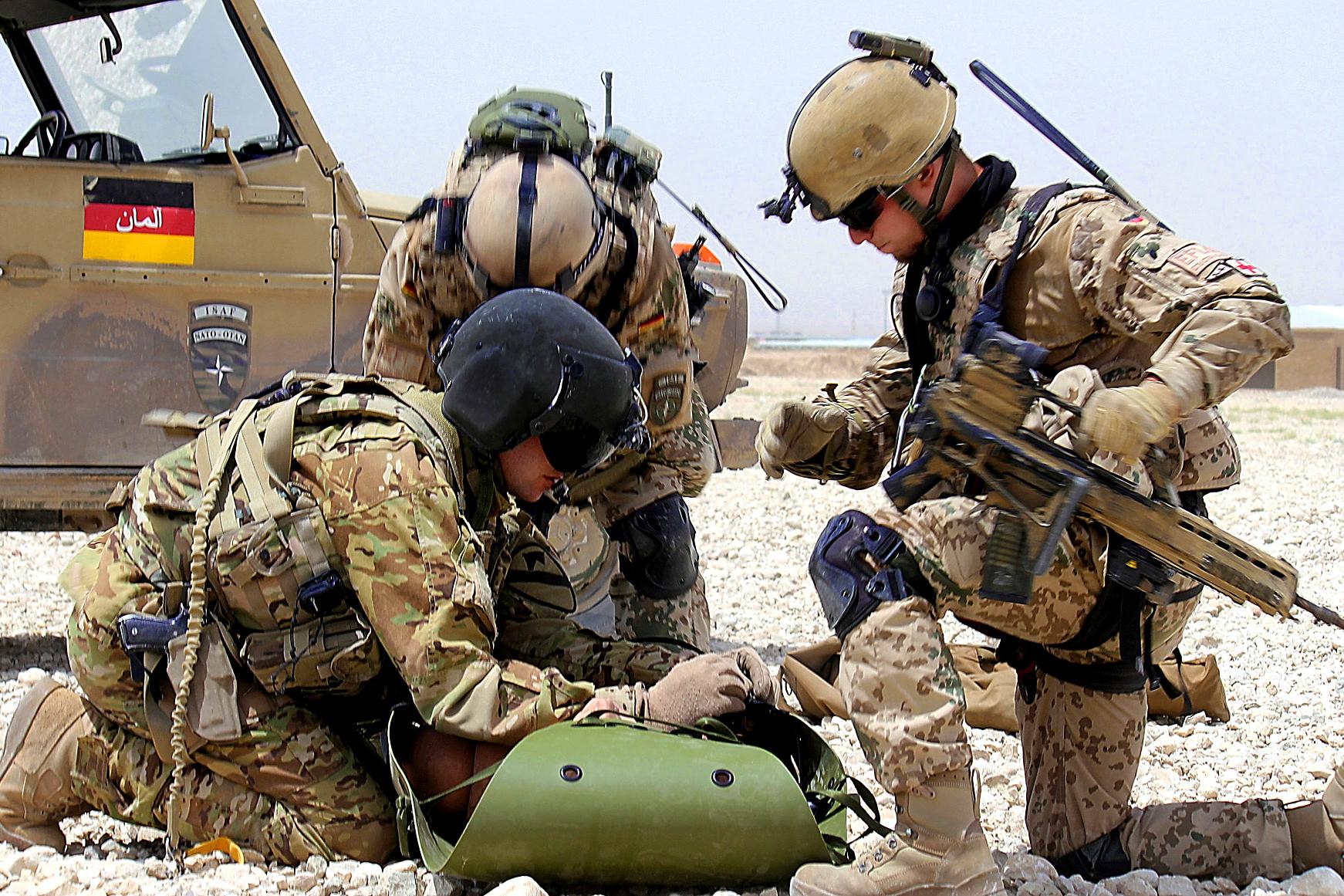 Almanya'nın Afganistan'daki askeri varlığı devam edecek