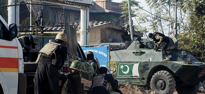 IŞİD Pakistan'da kilise bastı: Ölü ve yaralılar var