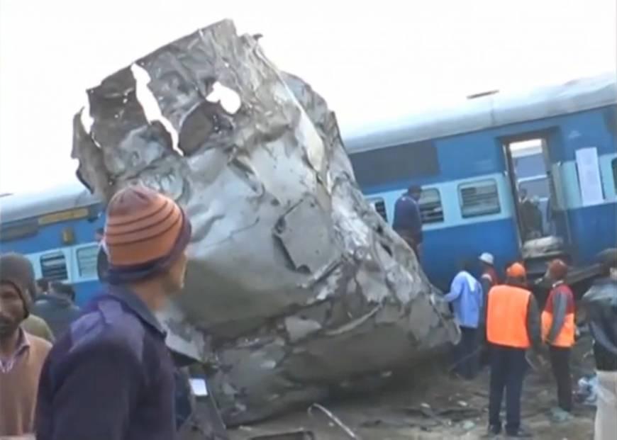 Hindistan'da tren kazası: 90 ölü