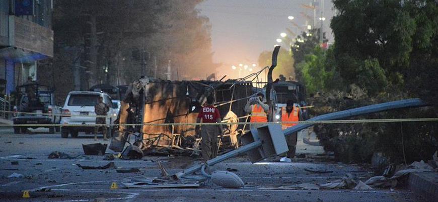 Pakistan'da bombalı saldırı: 5 polis öldü