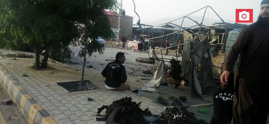 Pakistan'da canlı bomba saldırısı: En az 10 ölü