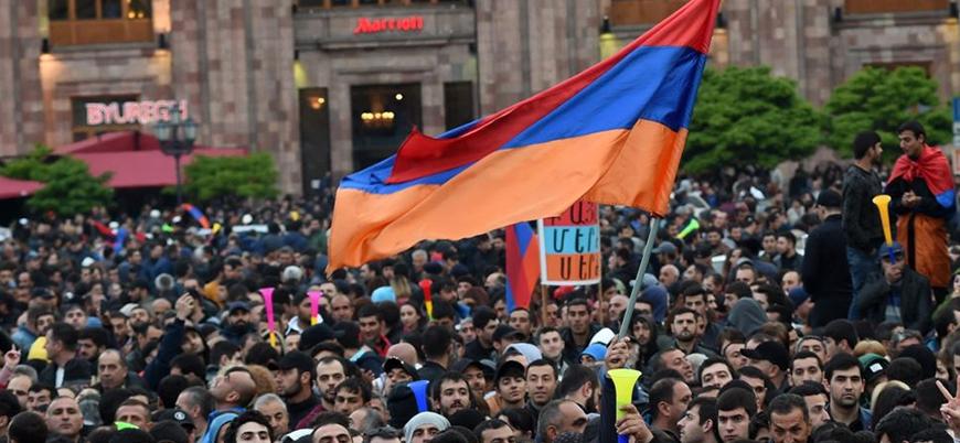 Ermenistan'da çağrılara uyan protestocular yolları kapattı