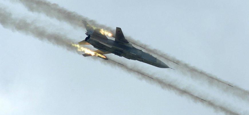 Rus savaş uçakları İdlib'de sivil yerleşimleri bombaladı