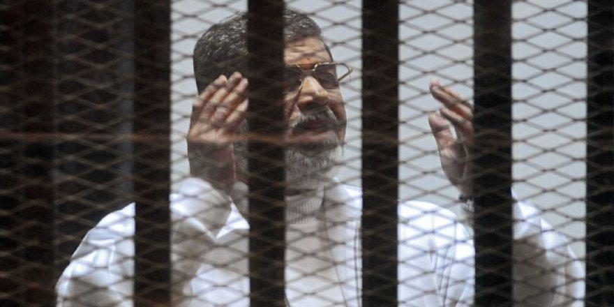 Mursi'nin müebbet hapis cezası kaldırıldı