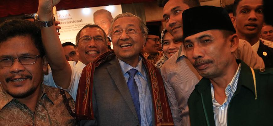 Malezya'da seçimin galibi muhaliflerin çatı adayı