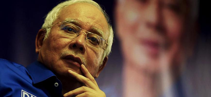 Malezya'da eski başbakana yurtdışı yasağı getirildi
