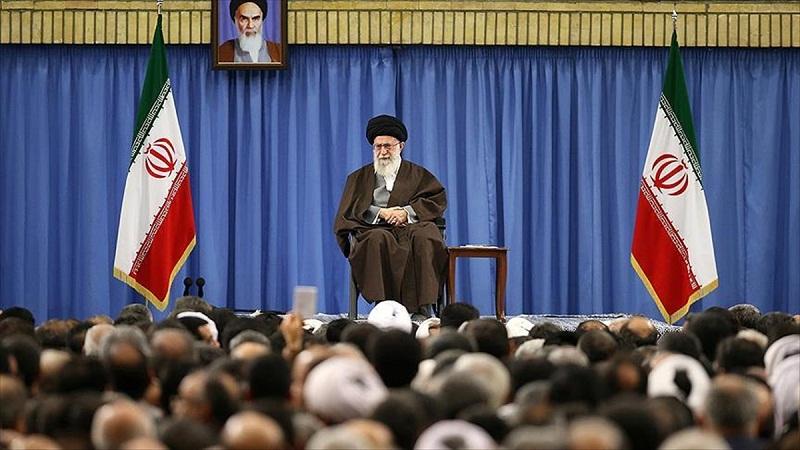 İran'daki siyasi çatlak derinleşiyor