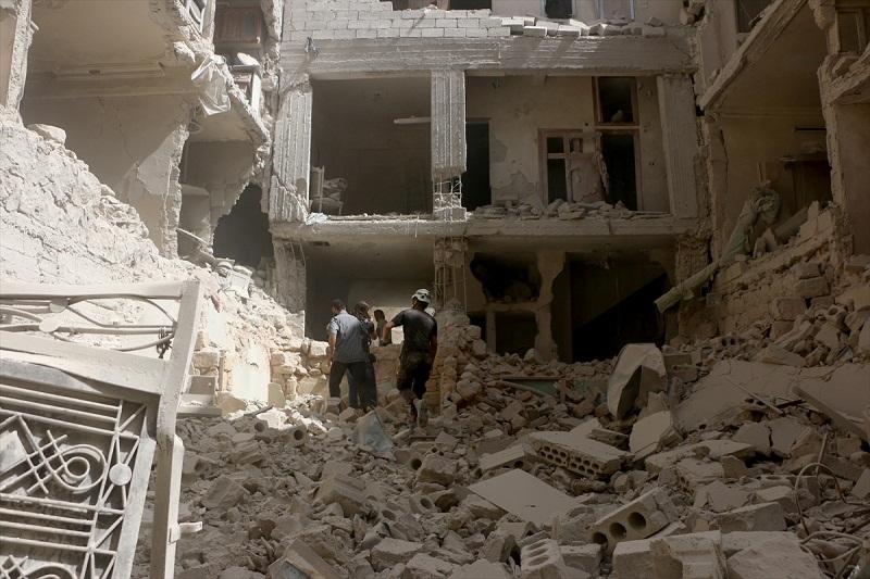 Halep'te hava saldırıları sürüyor: 59 ölü
