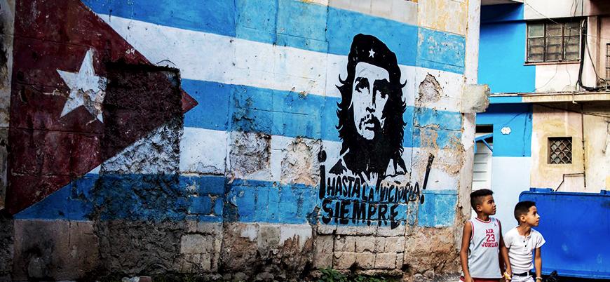 Aylık ortalama gelirin 50 dolar olduğu Komünist Küba'da internetin saati 1 dolar