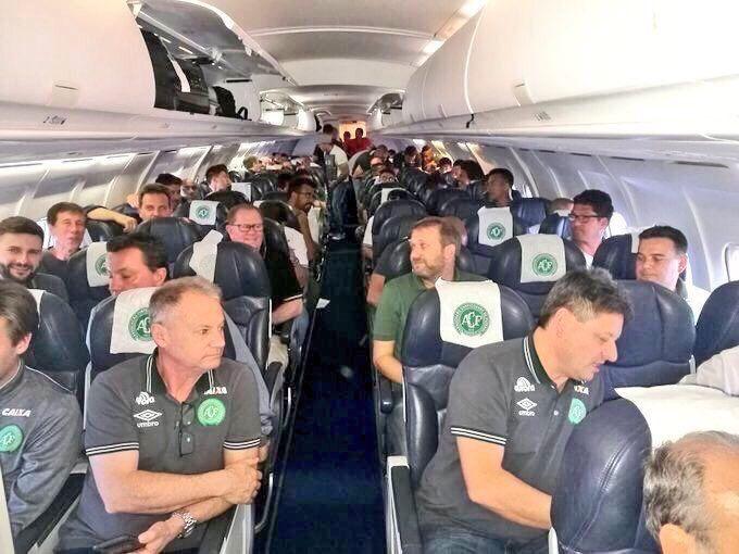 Futbolcuları taşıyan uçak Kolombiya'da düştü