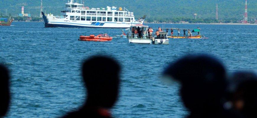 Endonezya'da feribot battı: 128 kişi kayıp