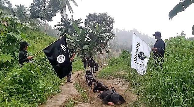 Filipinli özel birlikler IŞİD'e karşı operasyon başlattı