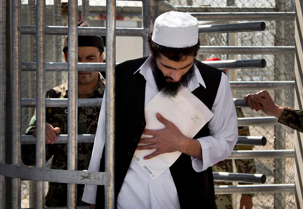 Afganistan'daki siyasi mahkumlar süresiz olarak gözaltında