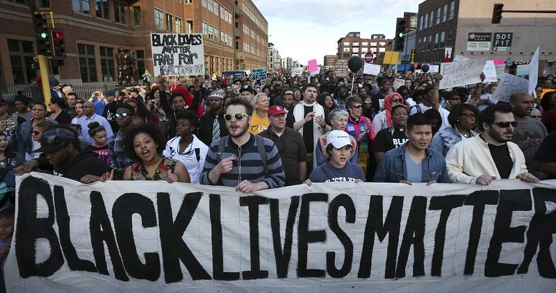 Siyahi vatandaşı öldüren polis yargılanmayacak