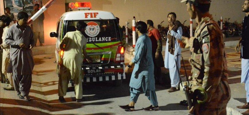 Pakistan'da mitinge bombalı saldırı