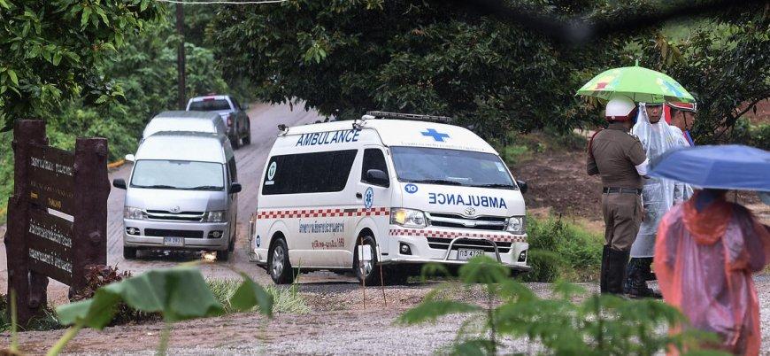 Tayland'da mağarada mahsur kalan 12 çocuk kurtarıldı
