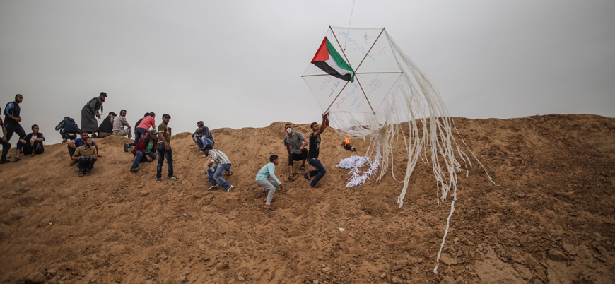 İsrail Gazze'de 'yangın uçurtması' uçuranları vurdu