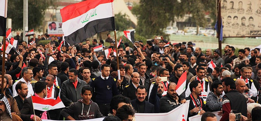 Bağdat'ta halk sokakta, internet kesildi